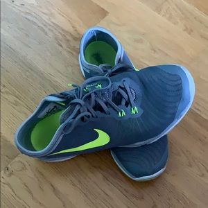 Like new! Perfect for travel, cross training shoe